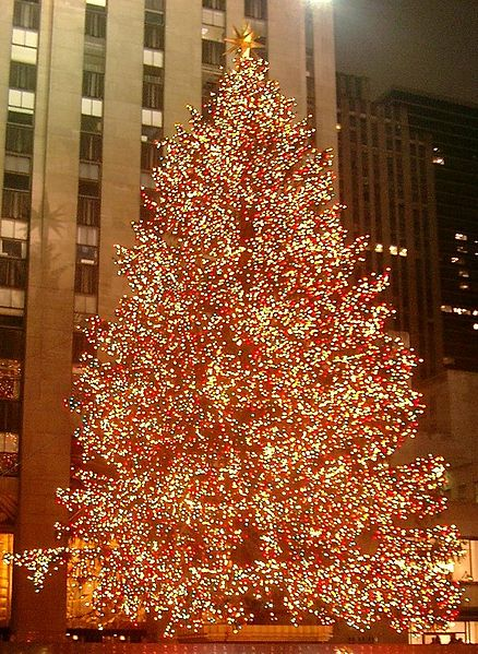 438px-Rockefeller_Center_christmas_tree_cropped