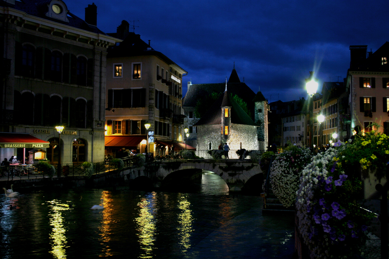 ElodiePauwels_Annecy by night